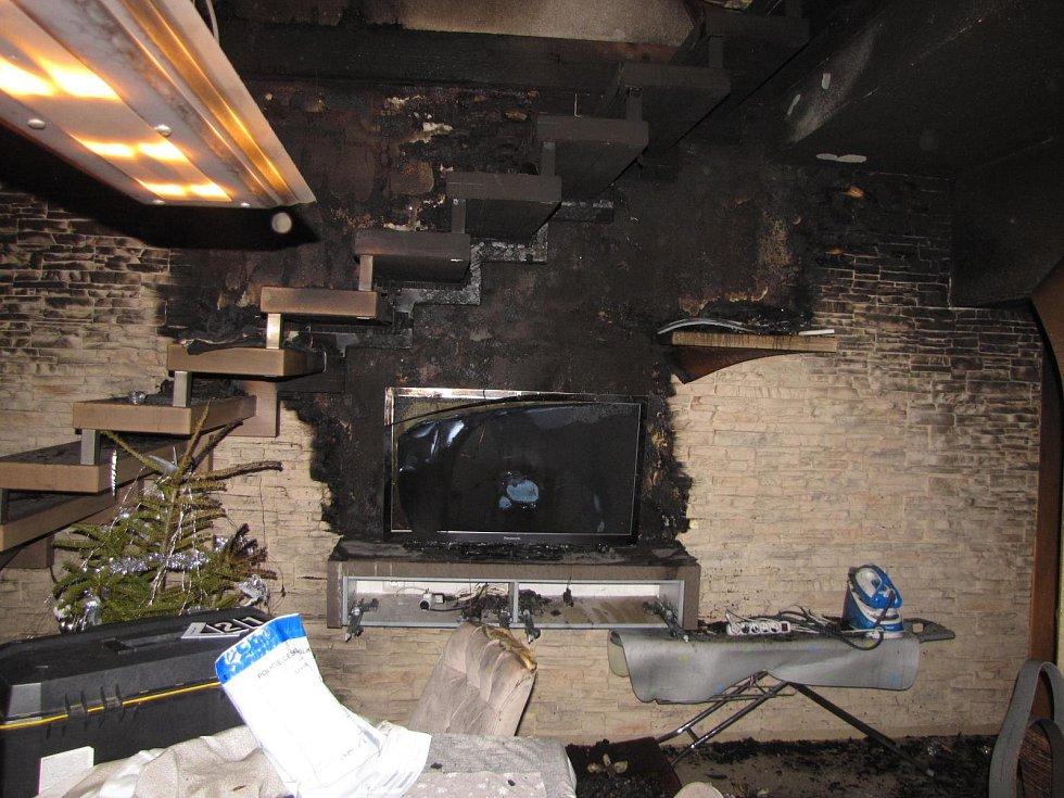 V Chlumu u Křemže druhého ledna vyhořel rodinný dům, požár se naštěstí obešel bez zranění.