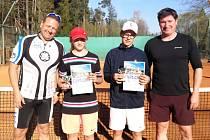 Nejlepší hráči okresního tenisového přeboru staršího žactva v Kaplici (dvouhra chlapci).