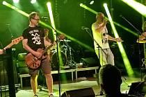 Kapela Tři sestry zahájila hudební léto na Holkově.