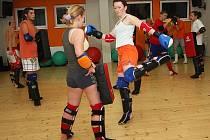 Aby se z thajských boxerů stali jedinci připravení na zápas, museli by trénovat alespoň čtyřikrát týdně. V klubu Muay Thai MO GYM jsou schopni zúčastnit se soutěže tři členové.