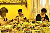Jana Hanušová z Netřebic vytváří kraslice, sýry, perníčky, háčkuje, plete a vede skauty.