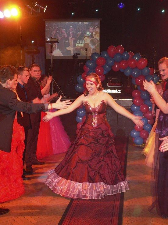 Maturitní ples třídy G8 kaplického gymnázia.