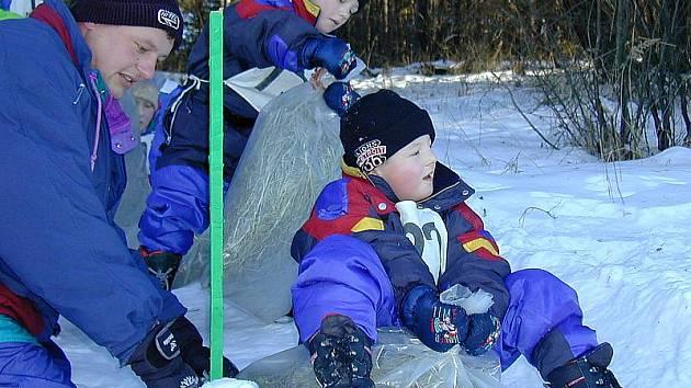 Dostatečné množství sněhu je základ. Přesvědčili se o tom účastníci srnínských závodů už v roce 2002.