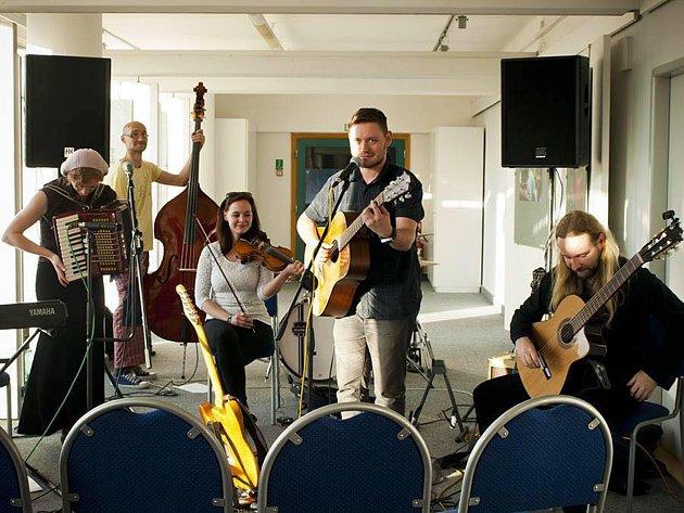 Zítra zahraje na Stezce korunami stromů budějovická kapela Banjaluka.