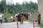Bitevní souboje sledovali v sobotu návštěvníci hradu Pořešín. Foto: Václav Krametbauer