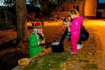 Děti v Dolním Třeboníně si užily stezku odvahy.