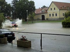 Voda vytvořila řeky a jezero také v Srníně.