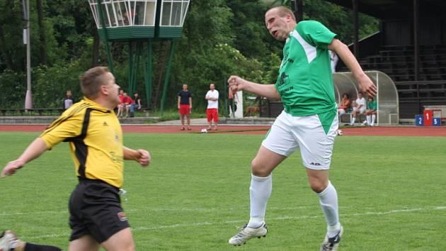 Lubomír Mašek (vpravo) otevřel skóre utkání, když v 77. minutě poslal Slavoj do vedení.