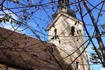 Kostel v Klení je jedním z nejstarších v celých jižních Čechách. Pochází už z první poloviny 14. století. Pro svoji netypičnost přitahuje zraky turistů.