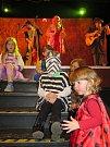 Děti se vyřádily na maškarním bálu pro nejmenší v kulturním domě v Kaplici.