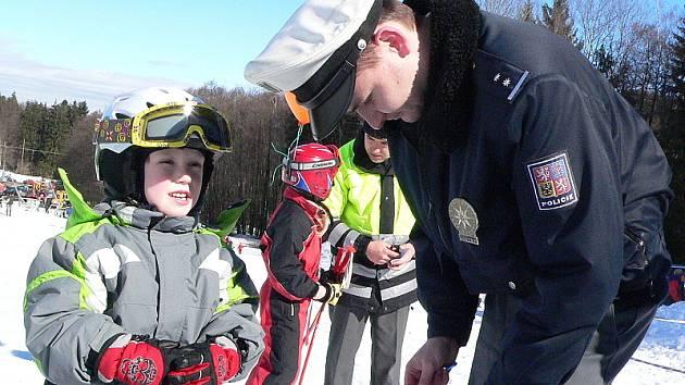 V sobotu připravili provozovatelé sjezdovky ve Věžovaté Pláni pro děti Den bezpečnosti s množstvím soutěží a odhalením maskota sjezdovky.