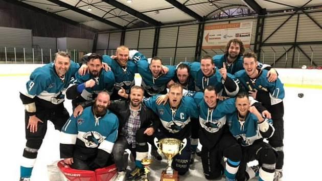 Vítěz Sdruženého okresního přeboru 2018/2019 – HC Sharks Český Krumlov.