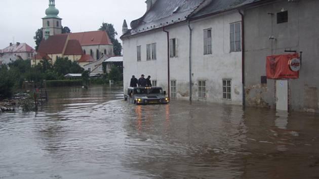Takto voda zaplavila kaplickou městskou část  Bělidlo.