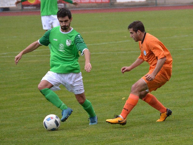 Divize A - 9. kolo: FK Slavoj Český Krumlov (zelené dresy) - SK Aritma Praha 1:1 (0:1) na penalty 6:5.