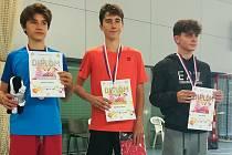 Patrik Fuciman (uprostřed) vyhrál celostátní turnaj v Pardubicích.