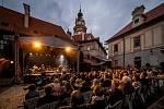 Kapela Čechomor na krumlovském zámku při Krumlovském slunovratu.