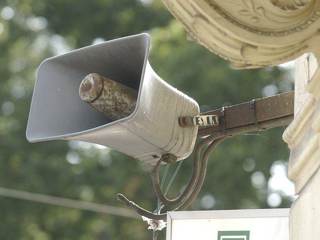 Ve čtvrtek se ve 12 hodin rozezní sirény a zvony.
