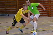 Jan Sláma (vlevo) se pěti góly do sítě Adrie Dobříč vyhoupl na druhé místo kanonýrské tabulky nejvyšší soutěže.