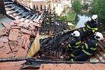 Podle projektanta jsou v hotelu Myší díra prohořené části krokví, ale statika budovy narušena nebyla.