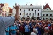 Členové Klubu českých turistů si dali dostaveníčko v Českém Krumlově a pak vyrazili na pochod.