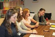 V Chlumci, v jedné z nejmenších obcí na Českokrumlovsku, mají raritu. Nejmladší volební komisi v republice. Členům komise je nejvíc 18 a 19 let.