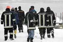 Pátrání po zmizelých rybářích na Lipně ve středu pokračovalo.