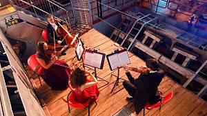 Filharmonici zahráli 160 metrů pod hladinou Vltavy