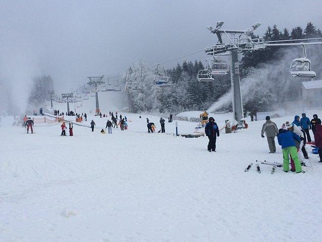 Ve ski areálu Lipno.