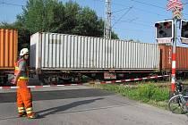 Železniční přejezd u vlakového nádraží Velešín byl kvůli nehodě uzavřen.