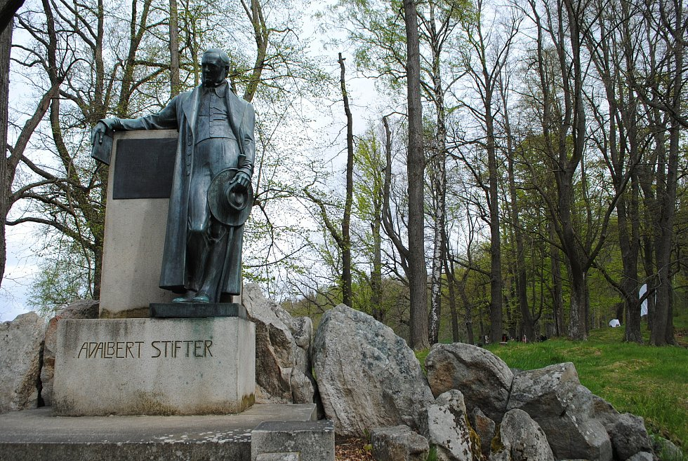 Nejvýše položené město v jižních Čechách slaví 100 let od chvíle, kdy v roce 1921 dostalo svůj český název Horní Planá (něm. Oberplan). Při té příležitosti odhalilo dvě nové památeční lavičky z dubového dřeva.