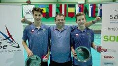 Krumlovský a zároveň reprezentační trenér českých juniorů Radek Votava měl z výkonu jihočeského deblu Tomáš Švejda (vpravo) a Jan Janoštík (vlevo) oprávněnou radost.