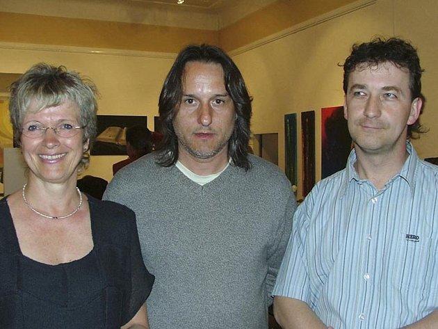 Vítězka hlavní umělecké ceny European Masters of Modern Art Jette van der Lende, Tomáš Kobolka a Josef Balek.