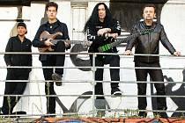 Honza Kirk Běhunek (na snímku druhý zprava) patří k jedněm z nejuznávanějších kytaristů v republice.