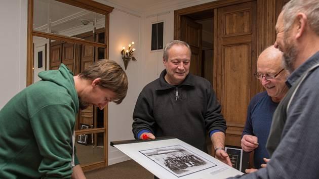 """Vernisáž výstavy  z cyklu """"Historická fotografie"""" G. Zimmera je v úterý 8. ledna v 18 hodin."""