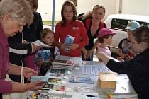 Vše o projektu Pohádkového království, jehož se stal Velešín součástí, se místní mohli dozvědět minulý týden ve stánku před kulturním centrem U Jakuba.