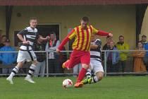 I.B třída (skupina A) – 19. kolo: TJ Sokol Kamenný Újezd (červenožluté dresy) – FK Spartak Kaplice 0:1 (0:0).