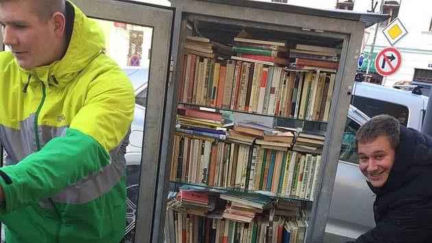 V lednu knihobudku doplnili žáci SOŠE a SOU Kaplice.