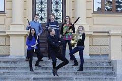 Mladý soubor Francisextet vystupuje doma i v zahraničí. V úterý 31. července zahraje na Mezinárodním hudebním festivalu.