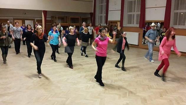 Line dance neboli řadový tanec.