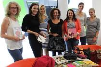 Kolektiv kaplické společnosti Engel, který shromáždil dary do sbírky Kabelkového veletrhu Deníku.