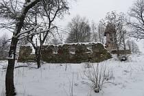 Okolí boletického kostela o letošní zimě.