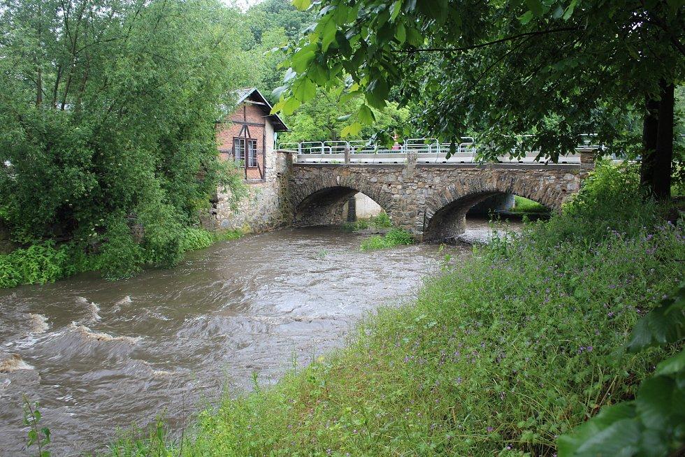 Polečnice pod starým mostem na Chvalšinské v Českém Krumlově.