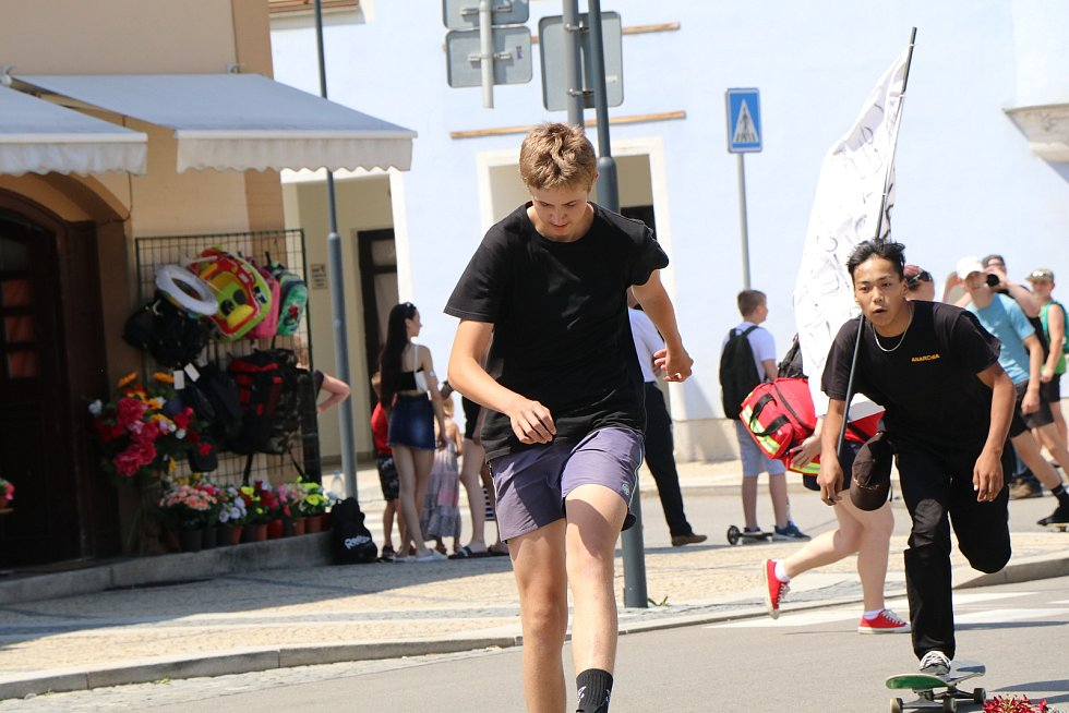 Spanilá jízda Kaplice-Mezinárodní den skateboardingu se konala v sobotu na unikátní trati přes celé Kaplice,zúčastnilo se jí aso dvacet účastníků ve věku od šesti do padesáti let,na trati bylo více pořadatelů než závodníků