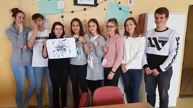 Studenti Obchodní akademie v Kaplici při podnikatelské činnosti.