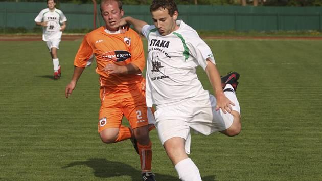 Prestižní okresní derby mezi béčkem krumlovského Slavoje a frymburským FC Šumava (na snímku) bývá vždy vyhecované, což můžeme očekávat i dnes.