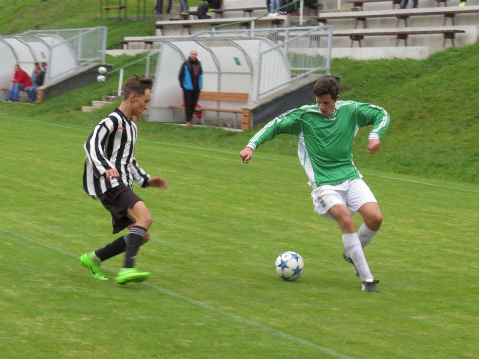 Oblastní I.A třída dorostu - 6. kolo: FK Spartak Kaplice / FK Dynamo Vyšší Brod (zelené dresy) - SK Zliv / FK Olešník 10:1 (4:0).