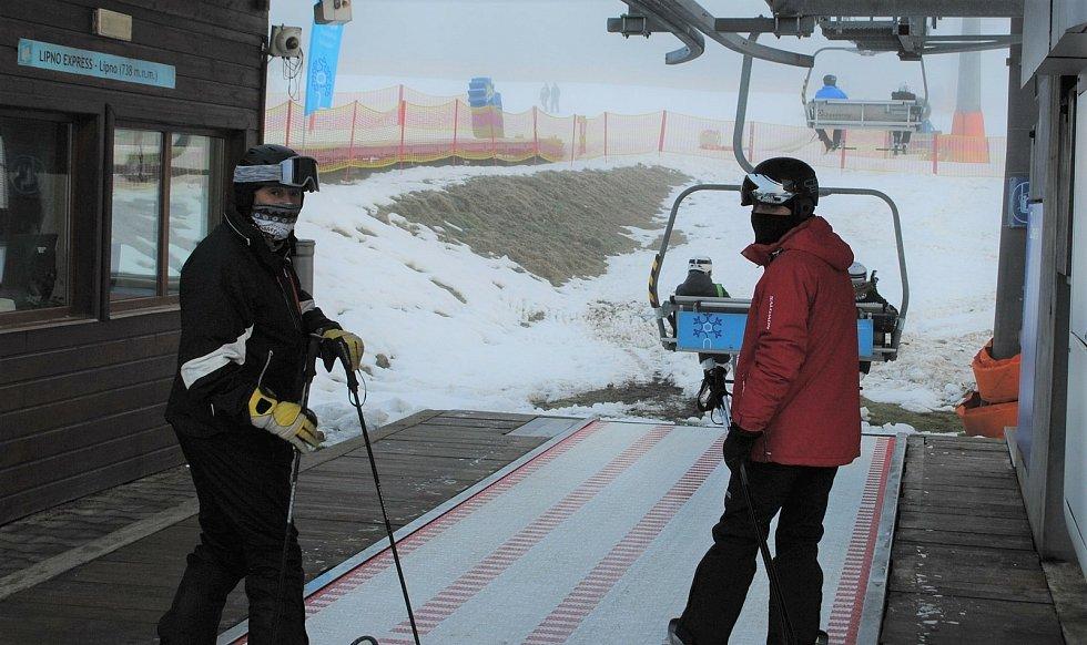 Na Lipně v pátek 18. prosince zahájili zimní sezónu 2020/21.