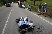 Motocyklisté hrozivou nehodu přežili.