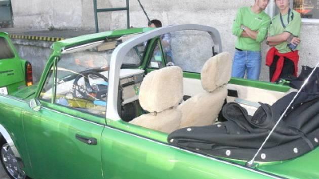 Věříte, že pohled do tohoto luxusního interiéru znamená pohled do klasického Trabantu 601?