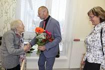 Oslavenkyni Aurelii Peterkové přijeli poblahopřát zástupci města.